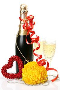 Papel de Parede Desktop Dia dos Namorados Champanhe Chrysanthemum Fundo branco Garrafas Coração Fita Copo de vinho Alimentos