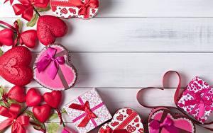 Fotos Valentinstag Geschenke Schachtel Herz Bretter Vorlage Grußkarte
