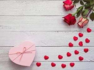 Bilder Valentinstag Rosen Herz Bretter Vorlage Grußkarte Blumen