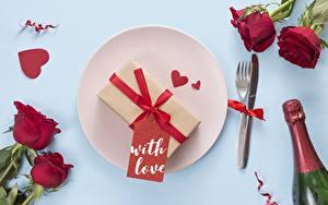 Fotos Valentinstag Rosen Teller Herz Essgabel