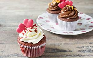 Bilder Valentinstag Süßigkeiten Törtchen Cupcake Bretter Herz