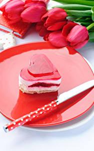 Hintergrundbilder Valentinstag Süßigkeiten Törtchen Messer Gelee Tulpen Herz