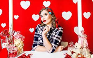 Hintergrundbilder Valentinstag Süßware Herz Braune Haare Mädchens