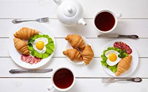 Bilder Valentinstag Tee Croissant Messer Wurst Frühstück Zwei Tasse Spiegelei Herz Essgabel