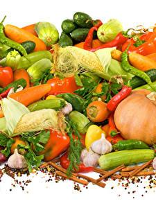 Bilder Gemüse Schwarzer Pfeffer Knoblauch Zimt Kukuruz Peperone Weißer hintergrund Lebensmittel