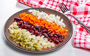 Bilder Gemüse Mohrrübe Gurke Zwiebel Kartoffel Teller Essgabel Geschnittenes Bohnen samen