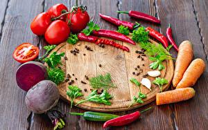 Hintergrundbilder Gemüse Chili Pfeffer Tomaten Rote Rübe Mohrrübe Schwarzer Pfeffer Bretter Schneidebrett das Essen