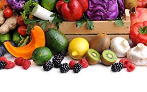 Hintergrundbilder Gemüse Obst Brombeeren Kiwi Zitronen Avocado Pilze Himbeeren Limette Weißer hintergrund das Essen