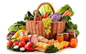 Hintergrundbilder Gemüse Obst Peperone Tomate Käse Zitrusfrüchte Schinken Brot Weißer hintergrund Weidenkorb Einweckglas Ei