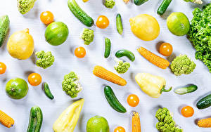 Fotos Gemüse Zitrone Kukuruz Limette Gurke Tomate Peperone Weißer hintergrund Broccoli