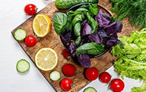 Bilder Gemüse Zitrone Tomaten Gurke Schneidebrett Lebensmittel