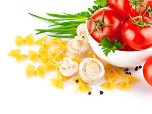 Hintergrundbilder Gemüse Pilze Tomate Schwarzer Pfeffer Weißer hintergrund Makkaroni Lebensmittel