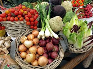 Wallpapers Vegetables Onion Tomatoes Mushrooms Wicker basket Food