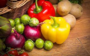 Fotos Gemüse Kartoffel Peperone Zwiebel Bretter das Essen