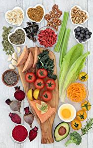 Fotos Gemüse Gewürze Nussfrüchte Tomate Heidelbeeren Avocado Fische - Lebensmittel Schneidebrett Lebensmittel