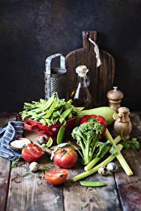 Bilder Gemüse Tomate Grüne Erbsen Bretter Schneidebrett Ei das Essen