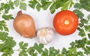 Bilder Gemüse Tomaten Zwiebel Knoblauch Weißer hintergrund