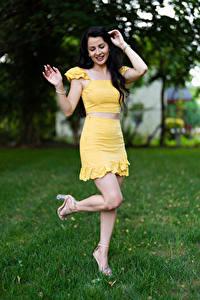 Bakgrunnsbilder Victoria Bell Brunette jente Posere Ben Smil Unge_kvinner
