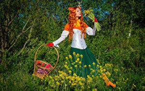 Bilder Victoria Borodinova Löwenzahn Sträuße Rotschopf Cosplay Weidenkorb Mädchens