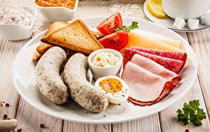 Bilder Wiener Würstchen Brot Wurst Teller Geschnitten Ei Frühstück Lebensmittel