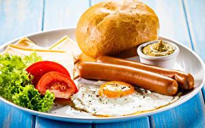 Bilder Frankfurter Würstel Brot Tomate Gemüse Teller Frühstück Spiegelei Lebensmittel