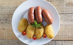 Hintergrundbilder Frankfurter Würstel Kartoffel Tomate Bretter Teller Lebensmittel