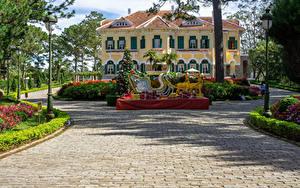 Hintergrundbilder Vietnam Neujahr Hirsche Palast Design Tannenbaum Straßenlaterne Schlitten Bao Dai King Palace in Da Lat Städte