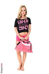 Desktop hintergrundbilder Vinna Reed iStripper Handtasche Weißer hintergrund Blond Mädchen Hand Shorts Bein Mädchens