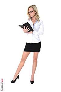 Bilder Vinna Reed iStripper Sekretärinen Weißer hintergrund Blond Mädchen Brille Hand Bein Stöckelschuh junge frau