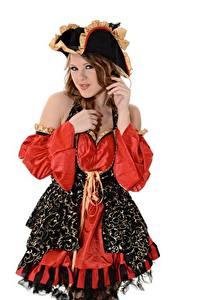 Hintergrundbilder Viola O Bailey Piraten Braune Haare Der Hut Weißer hintergrund Süß Mädchens