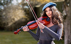 Fotos Violine Barett Blick Elle junge Frauen