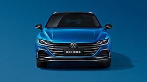 Hintergrundbilder Volkswagen Blau Metallisch Kombi Vorne Farbigen hintergrund CC Shooting Brake 380 TSI, China, 2020 automobil