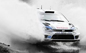 Fotos Volkswagen Wasser spritzt Fährt Rallye Polo WRC Autos Sport