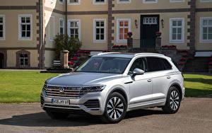 Bakgrundsbilder på skrivbordet Volkswagen Silver färg Metallisk Touareg eHybrid, 2020