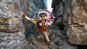 Bilder Warbonnet Indianer Felsen Pose Alena Turcan, Vyacheslav Turcan junge frau