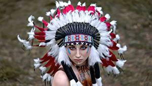 Bilder Federhaube Indianer Starren Vyacheslav Turcan junge Frauen