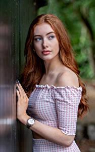 Hintergrundbilder Armbanduhr Rotschopf Blick Hand Emilia junge frau