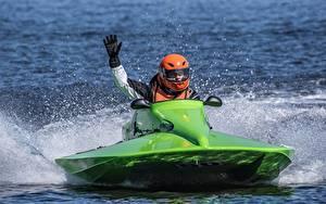 Desktop hintergrundbilder Jet-Ski Grün Spritzwasser Helm Hand Handschuh