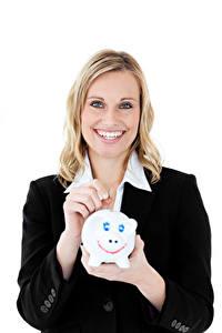 Bilder Weißer hintergrund Blond Mädchen Lächeln Hand Starren Sparschwein Mädchens