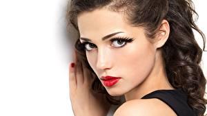 Hintergrundbilder Weißer hintergrund Gesicht Starren Schminke Rote Lippen Schöner junge frau