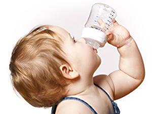 Hintergrundbilder Weißer hintergrund Baby Haar Hand Flaschen kind