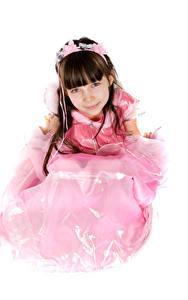 Bilder Weißer hintergrund Kleine Mädchen Model Kleid Starren Kinder