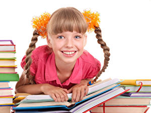 Fotos Weißer hintergrund Kleine Mädchen Lächeln Starren Bücher Zopf