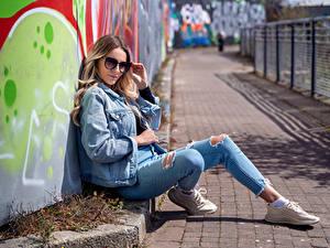 Fotos Brille Jacke Jeans Starren Wikky Mädchens