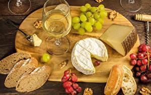 Bilder Wein Weintraube Käse Brot Nussfrüchte Schneidebrett Weinglas Lebensmittel