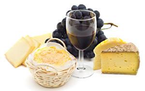 Bilder Wein Weintraube Käse Weißer hintergrund Weinglas Lebensmittel