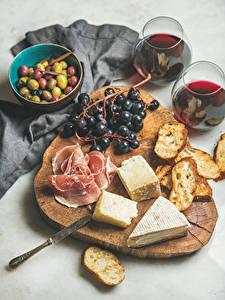 Bilder Wein Weintraube Oliven Käse Schinken Brot Schneidebrett Weinglas