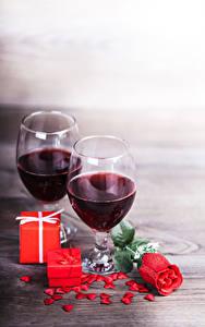 Bilder Wein Rose Weinglas 2 Geschenke Herz Rot Lebensmittel