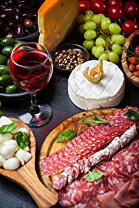 Hintergrundbilder Wein Wurst Käse Weinglas Geschnitten
