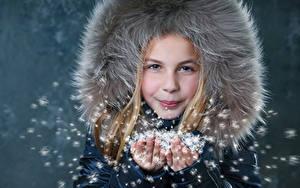 Bilder Winter Kleine Mädchen Hand kind